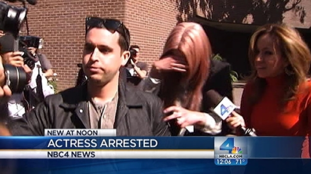 [LA] Amanda Bynes Leaves Jail Following DUI Arrest