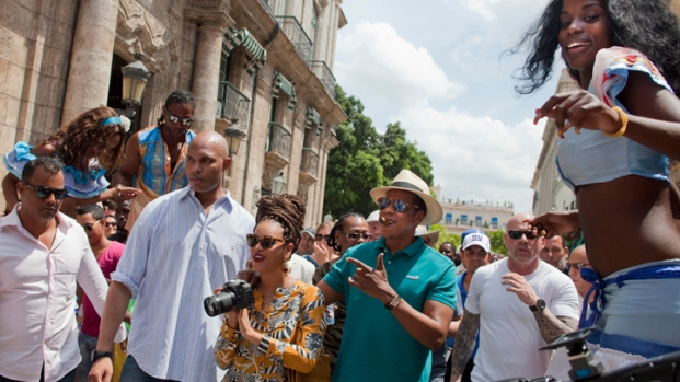 [AP] Watch: Beyonce, Jay-Z Mobbed in Cuba
