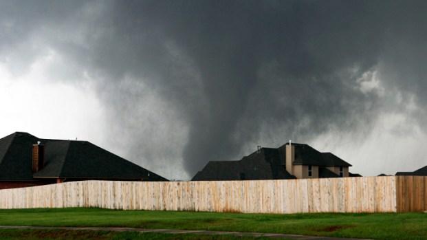 [NATL] Raw: Massive Funnel Clouds in Oklahoma