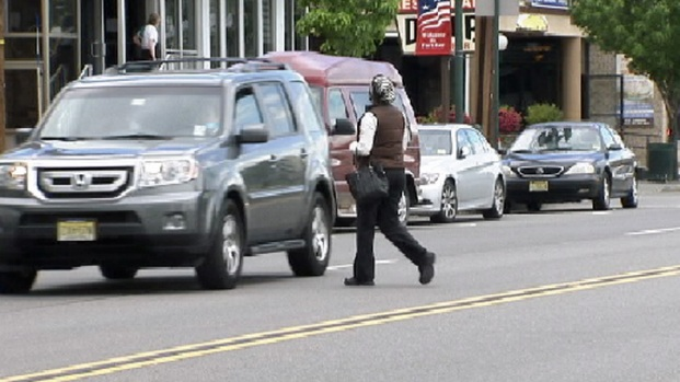 [DGO] Police Issue Jaywalking Tickets