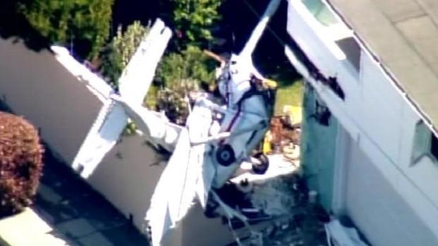 [LA] Pilot Rescued from Plane Wreckage