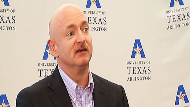 [DFW] Former Astronaut Mark Kelly Speaks at UTA