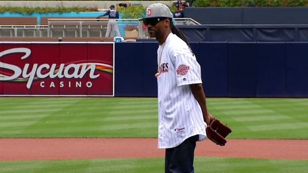 Snoop Dogg Throws Out 1st Pitch at Padres Game