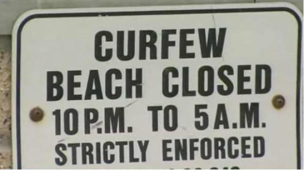 [LA] A Sunset on Beach Curfews? Just Chill Out, say Surfers
