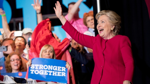 Clinton & Obama: First Ladies Form Political Odd Couple
