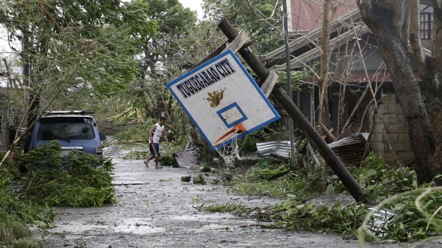 Typhoon Aims at South China After Killing 28 in Philippines