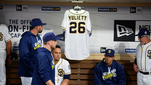 Padres Salute Yuliett Solarte Before Victory