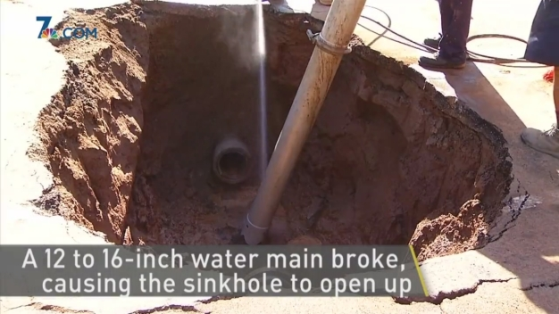 Water Main Line Breaks, Causes Sinhole in Poway