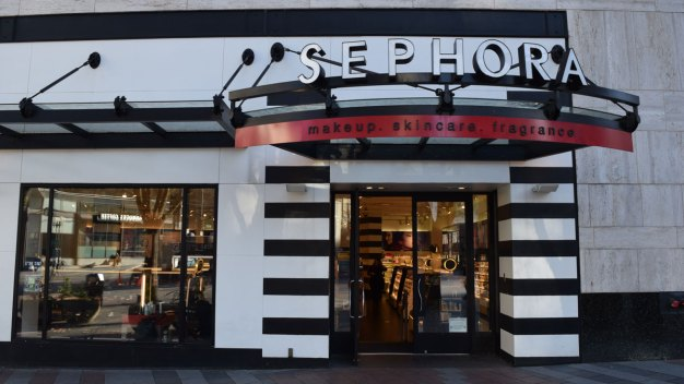 Sephora Offers Free Makeup Classes for Transgender Community