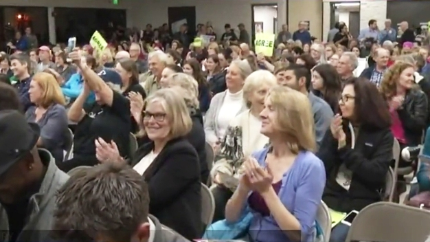 Hundreds Turn Out for Vista Town Hall