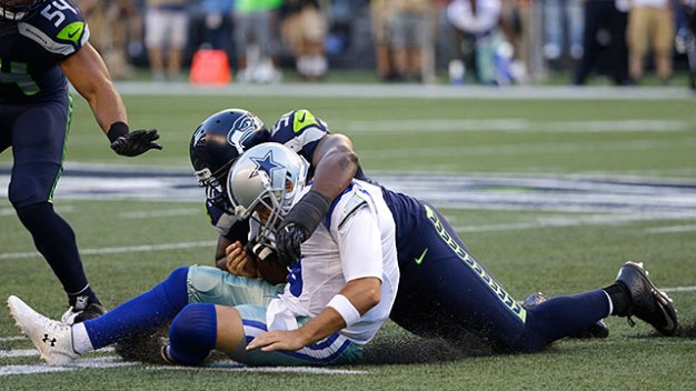 Cowboys' QB Tony Romo Off the Field With Broken Bone in Back