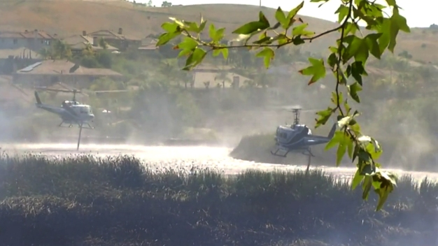 Fire Helicopters Use Pond to Fight Fire