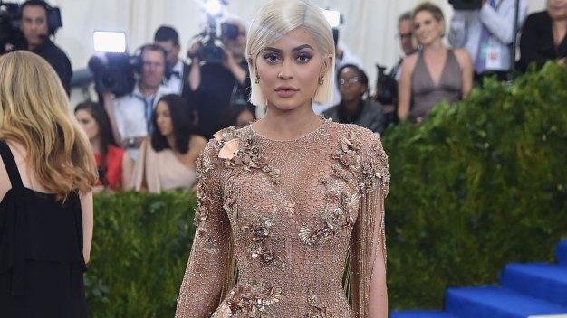 Kylie Jenner Snaps Star-Studded Selfie in Met Gala Bathroom