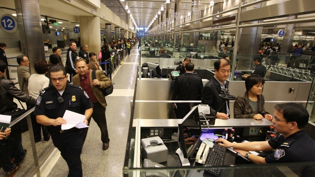 App Will Help Travelers Pass Faster Through Customs at LAX