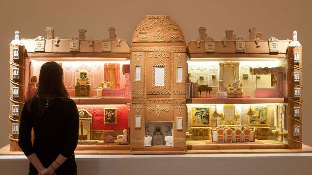 Amazing Gingerbread Manor