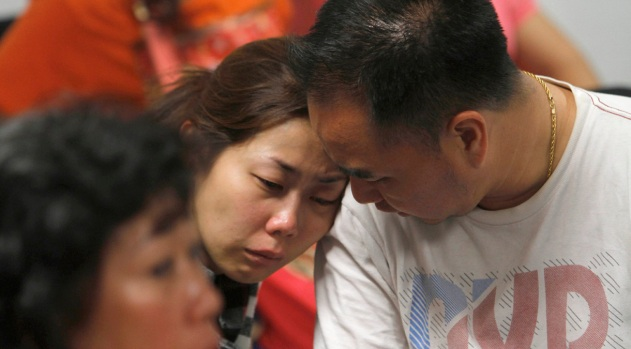 [NATL] Photos: Families Await News in Search for AirAsia Flight