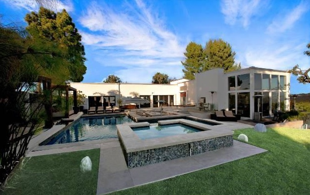 Nick Lachey Re-Lists Bel Air Bachelor Pad