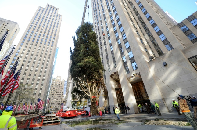 Watch the 75-Foot Rockefeller Tree Get a Major Lift