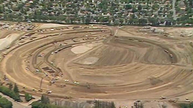 "Aerial Photos Show New Apple ""Spaceship"" Campus Taking Shape in Cupertino"