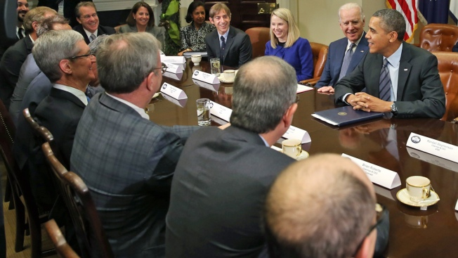 Obama Huddles With Tech CEOs Over Health Website Woes