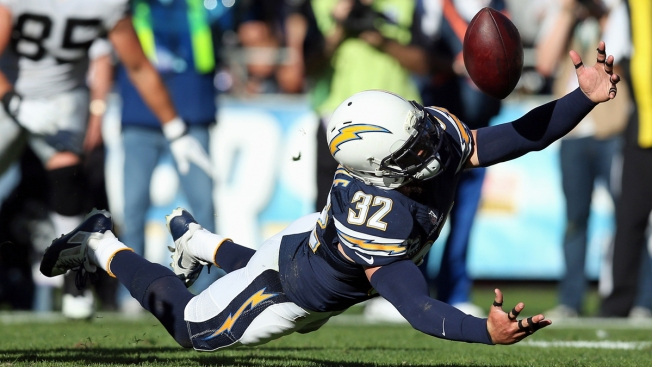 Chargers Beat Raiders 26-13, Keep Playoff Hopes Alive