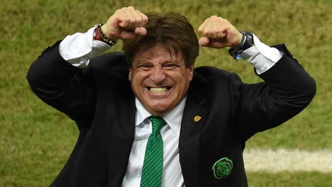 Mexico Coach's Theatrical Style Excites World Cup