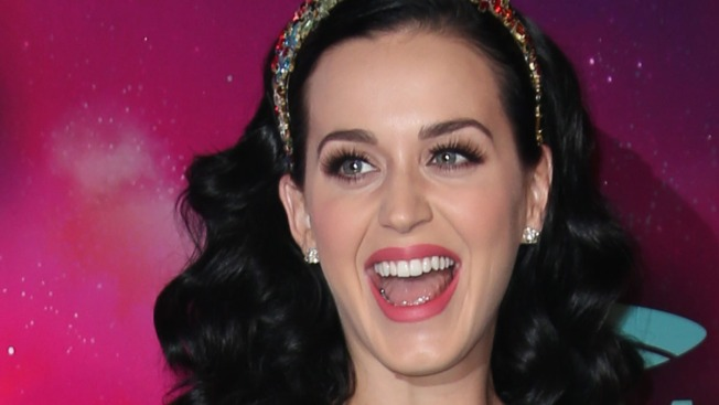 Katy Perry, Miley Cyrus Book-End AMAs