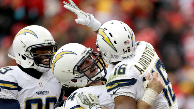 Seyi Ajirotutu comes up big for the Chargers