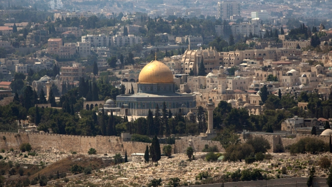 Arabs, Israeli Police Clash at Jerusalem Holy Site: Israel PD