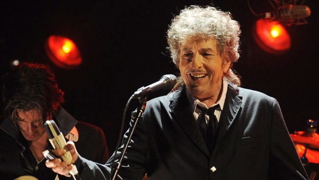 Nobel Academy Says It Can't Find Bob Dylan to Give Him His Prize