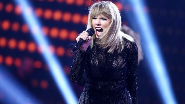 Taylor Swift sues Denver DJ for fondling her