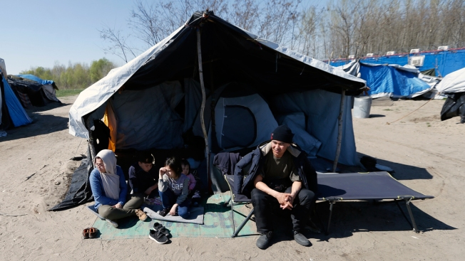 Hungary Completes Border Container Camps for Asylum-Seekers