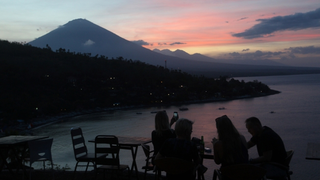 Lapse video shows Indonesian volcano erupting