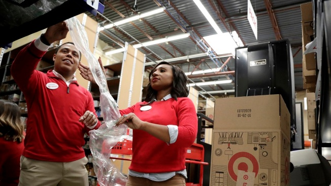 US Retailers Hope Higher Pay Will Buy More Efficient Workers