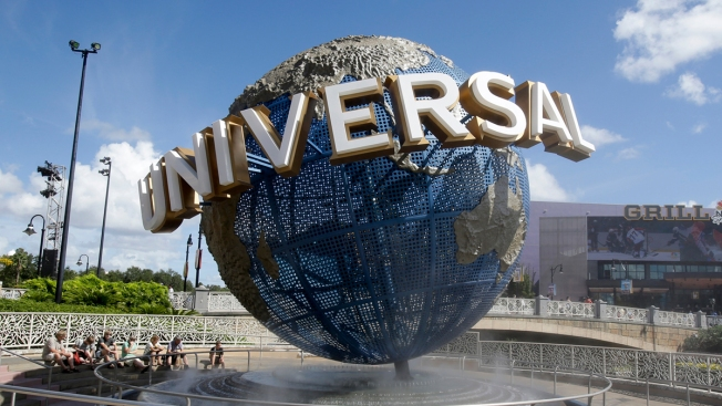 Lawsuit Says Theme Park Should Put Warning Signs in Spanish