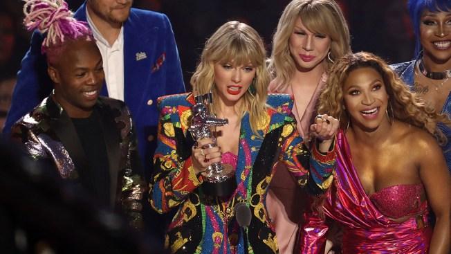 John Travolta Mistakes Drag Queen Jade Jolie for Taylor Swift at MTV VMAs