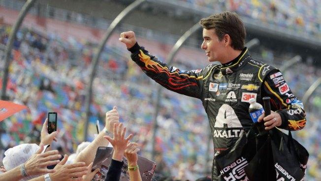 Fans Shower Jeff Gordon With Praise Before Final Daytona Race
