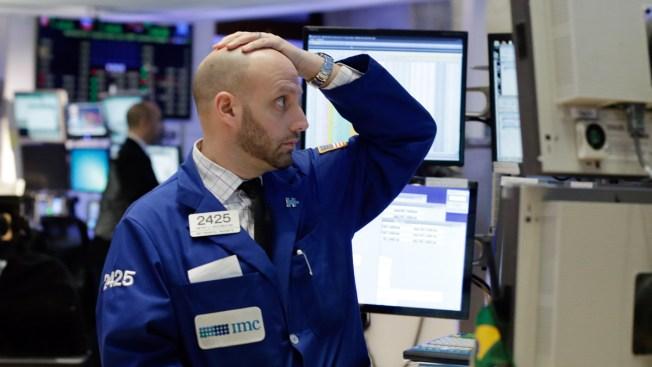 Stock Slide Accelerates, Oil Plunges Below $30 a Barrel