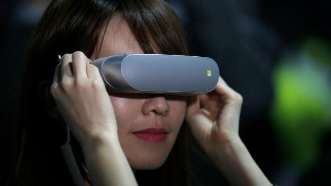 Samsung shows off Galaxy S7, S7 Edge