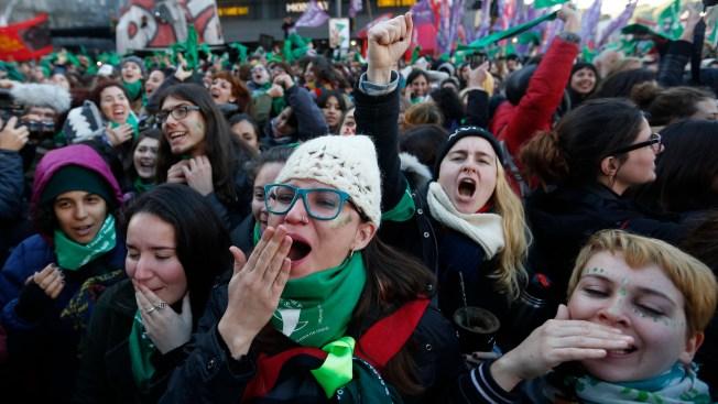 Argentine Congress OKs Elective Abortion, Heads to Senate