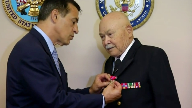 Wwii veteran receives bronze star earned 70 years ago nbc 7 san diego wwii veteran receives bronze star earned 70 years ago solutioingenieria Choice Image