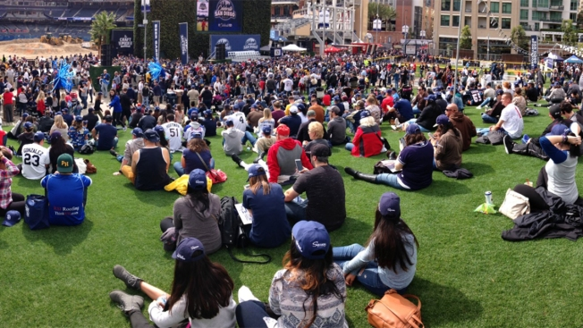 [G] Padres, Local Teams Rally to Celebrate San Diego
