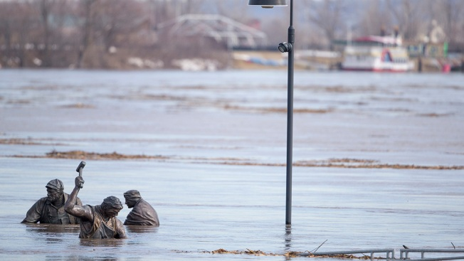 2 Dead, 2 Missing in Midwestern Flooding