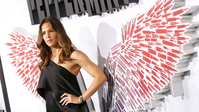 Jennifer Garner Graces Cover of People's Annual 'Beautiful Issue'