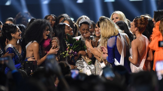 [NATL] Top Entertainment Pictures: Zozibini Tunzi Crowned Miss Universe 2019, Golden Globe Nominees, More