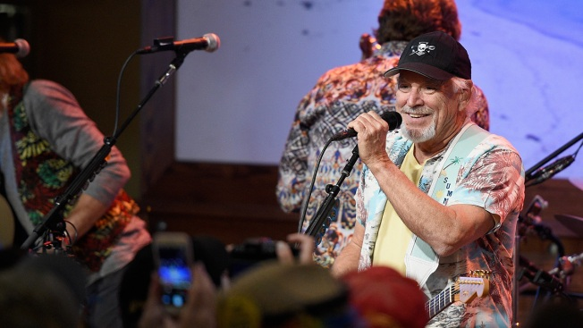 Jimmy Buffett's Home State Ends Ban on Margarita Pitchers