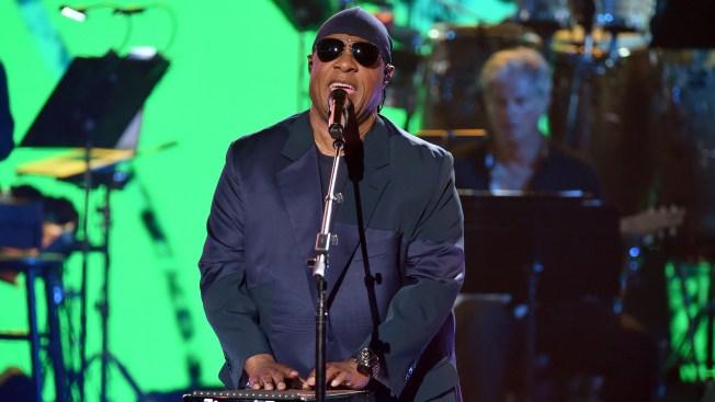Stevie Wonder Announces Charity Concert for Calif. Fire Victims
