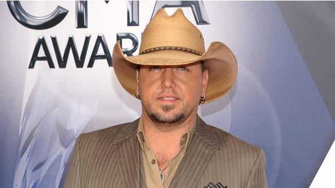 Country Music Star Jason Aldean Dressed Up as Lil Wayne in Blackface for Halloween