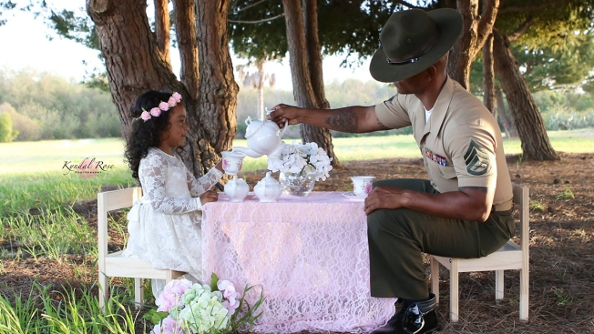 [G] US Marine Dad Poses for Tea Party With Daughter