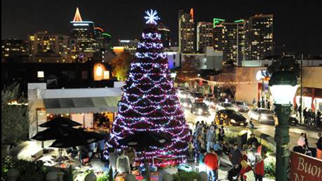 Little Christmas Italy.Little Italy To Light Poinsettia Christmas Tree Nbc 7 San